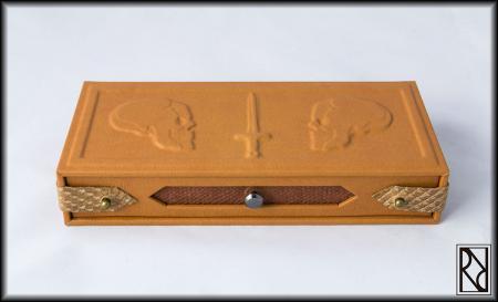 Plumier con cajón Calaveras - Raíz de Roble - Arte y Artesanía